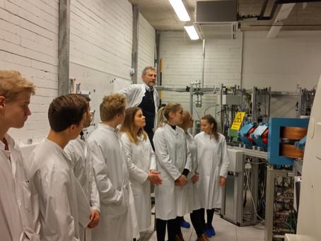 Kemian ryhmä vierailulla PET-keskuksessa