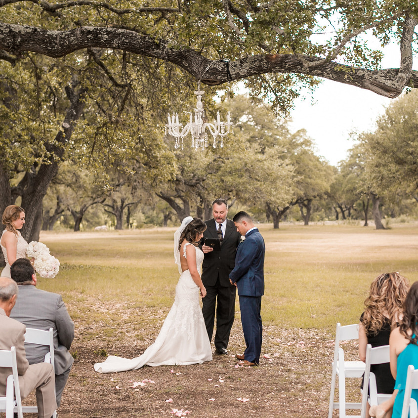 Intimate wedding at Hye Meadow Winery