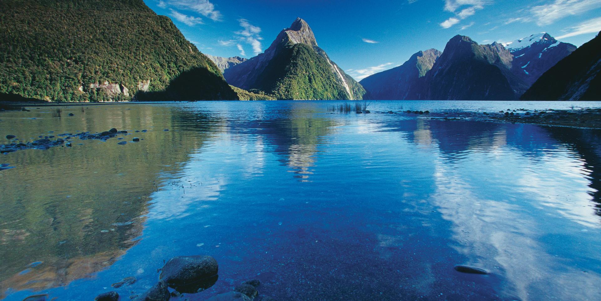 Milford-Sound-Fiordland.jpg
