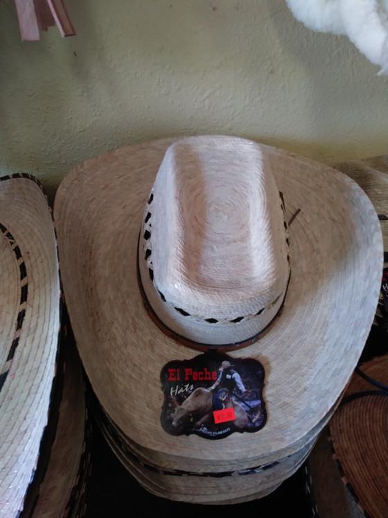 New Products are arriving/Nuevos productos estan llegando a nuestra tienda.