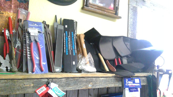 Farrier Tools and Horseshoes/Herramientas para Herrar y Herraduras.
