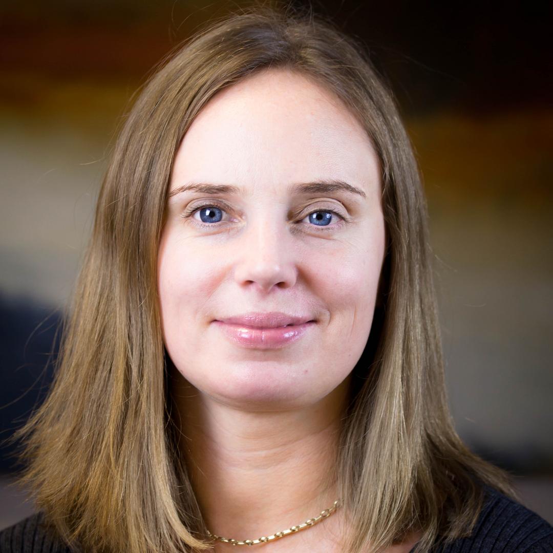 Dr Áine Macken-Walsh