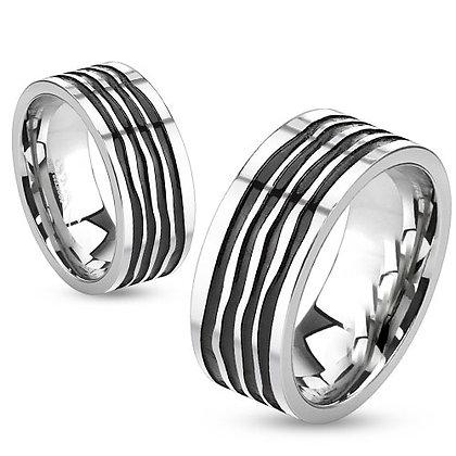 Wavy black grooves ring