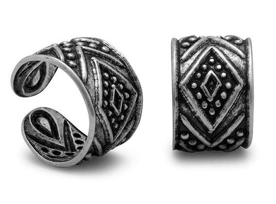 Ear cuff with diamond design*