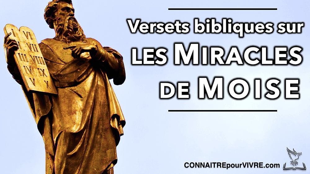 versets Moïse portant les dix commandements