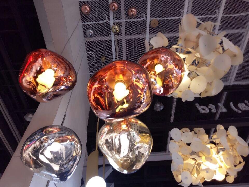 LED žárovky, dnes již běžně dostupné pro interiérové osvětelní