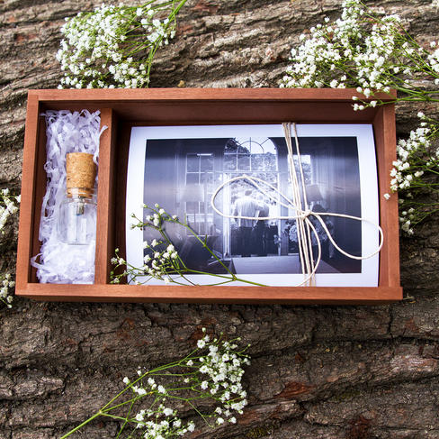 south-wales-wedding-photographer-usb box open 2