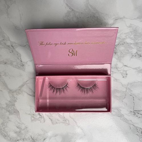 SM Eyelashes x Holly Peers