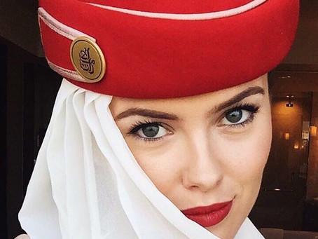 مضيفة طيران الإمارات تنشر صورًا مذهلة من أنحاء العالم وتأسر القلوب بجمالها