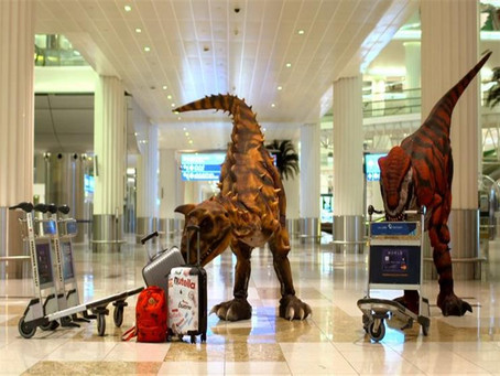 ديناصورات تلاحق المسافرين في مطار دبي