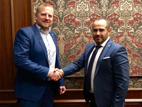 السفير رامي العطار يوقع معاهدة دبلوماسية ثنائية مع رئيس دولة ليبرلاند