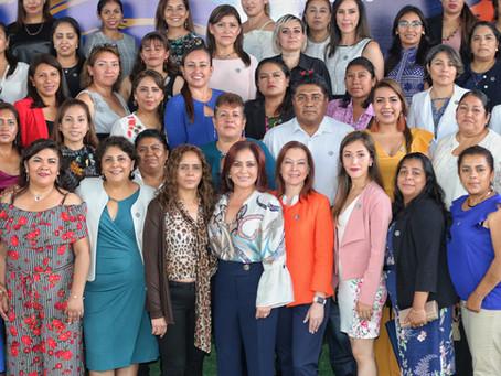 La Presidenta del DIF estatal en Puebla, Dinorah López de Gali, se reunió con presidentas y director