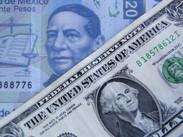 Peso gana 35 centavos y cotiza en 24.0591 por dólar spot