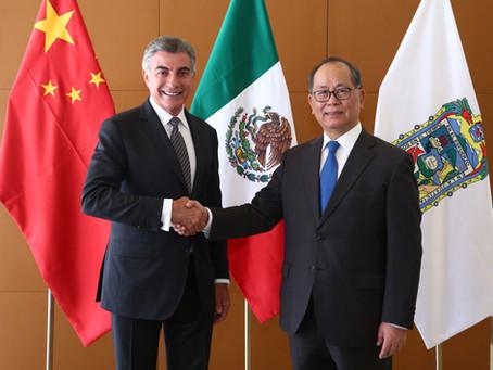El gobernador Tony Gali sostuvo un encuentro de trabajo con el embajador de China en México, Qiu Xia