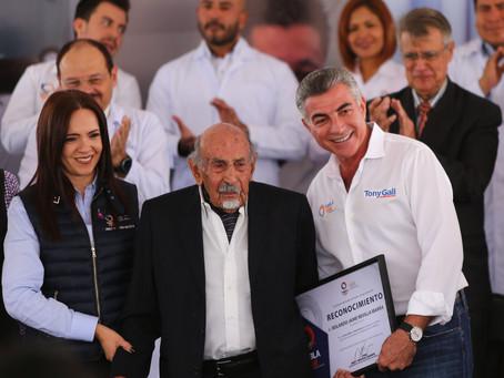 En la conmemoración del Día Nacional del Médico, el gobernador Tony Gali entregó reconocimientos a l