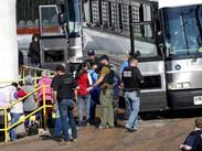 México asiste así a connacionales tras mega redada en Misisipi