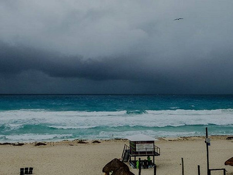 Emiten recomendaciones por viento fuerte y alto oleaje en Quintana Roo