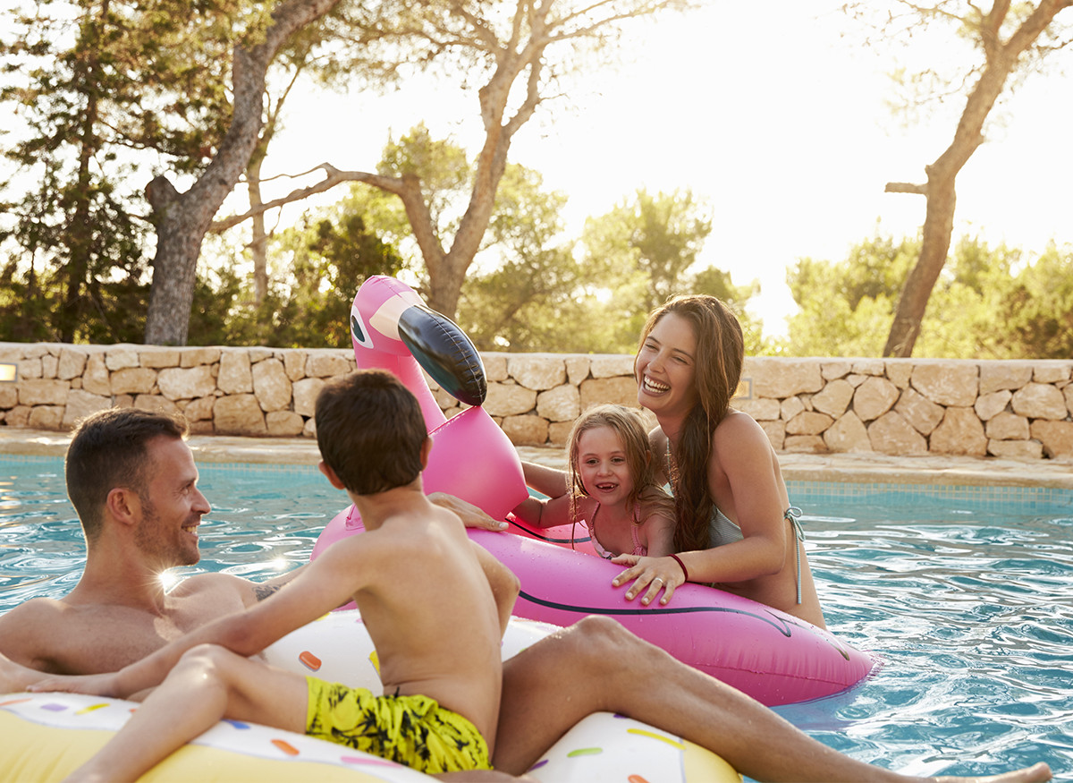 Family-in-Pool. - Pool Services