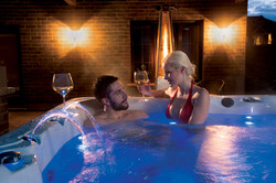 Couple-in-hot-tub-relaxing-with-wine-WEB