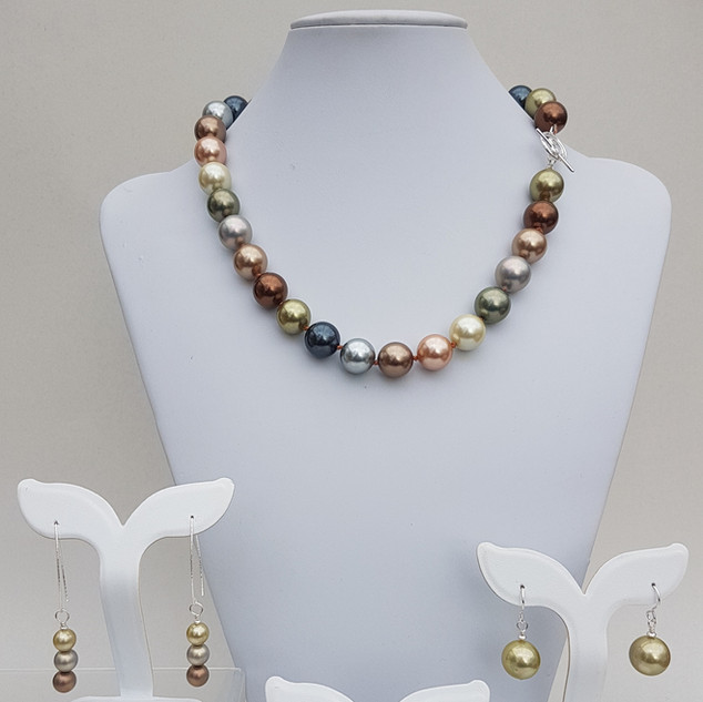 Hand-knotted Shell Pearl Jewelry