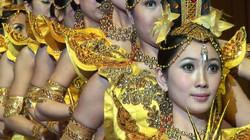 Beijing-traditional dancers - 04