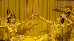 Beijing-traditional dancers - 01