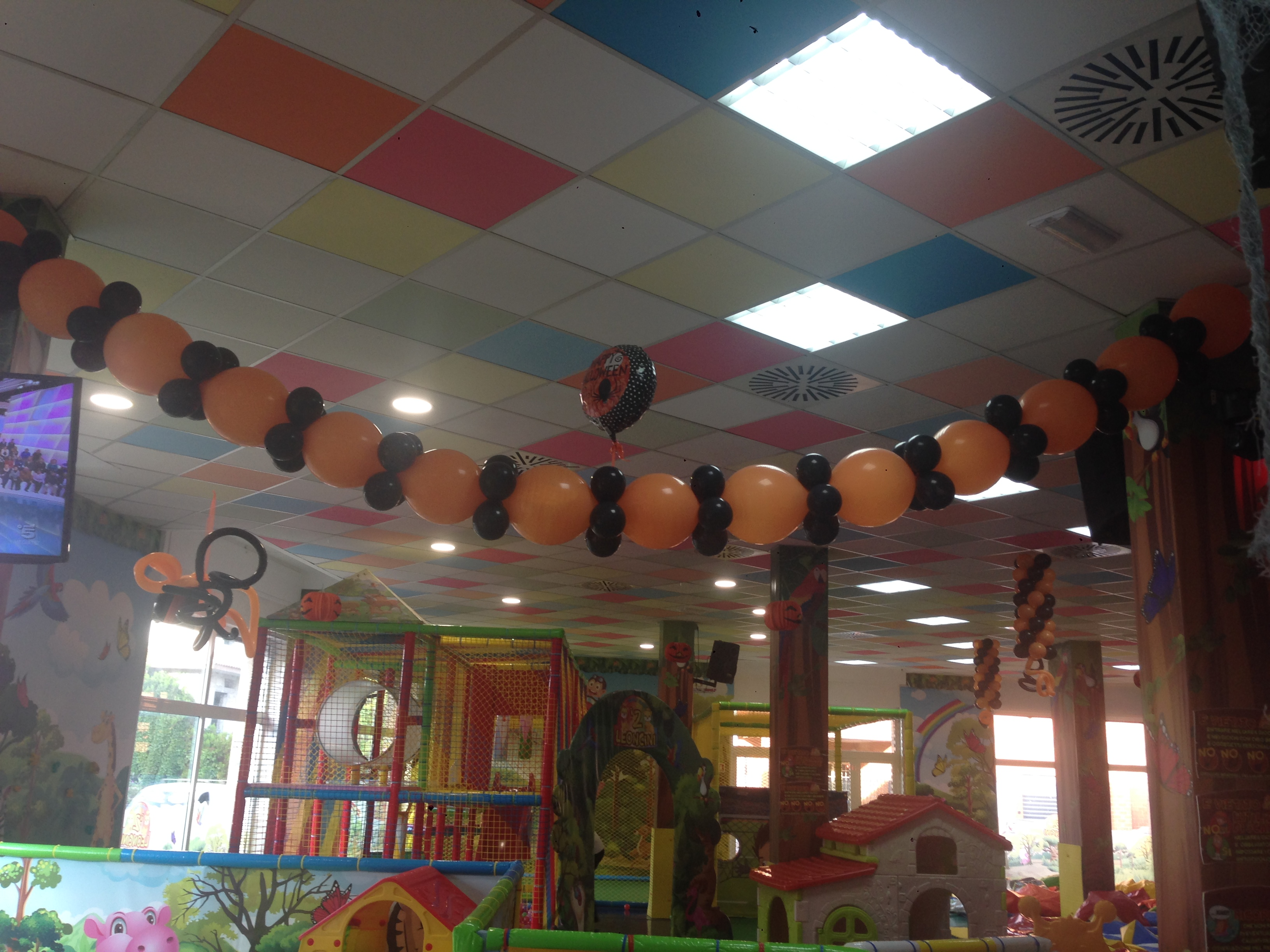 Arco soffitto tema Hallowen e person