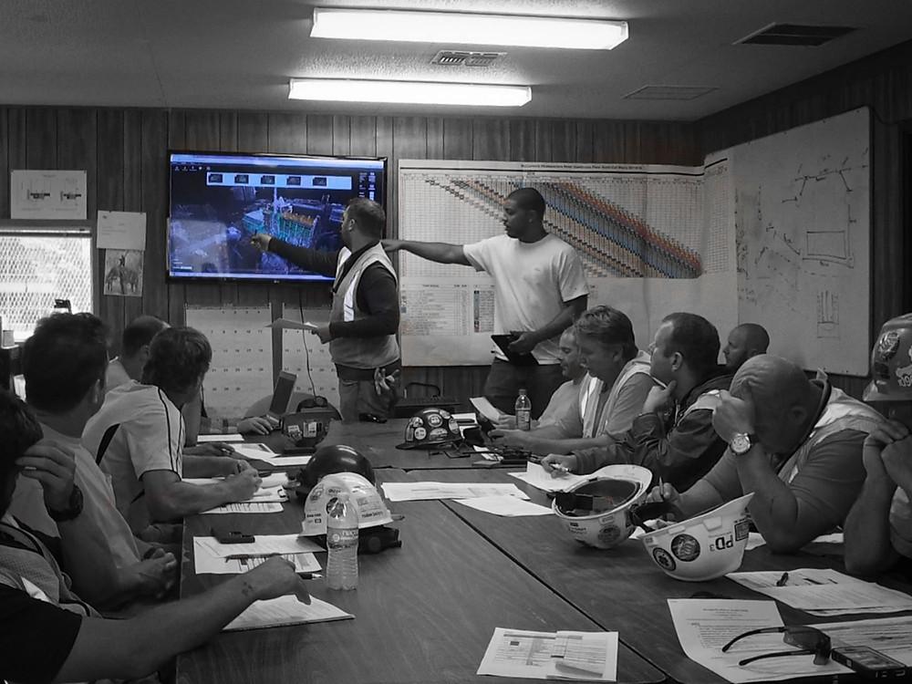 Ảnh: Họp phối hợp BIM 4D tại Ban Chỉ Huy công trường © Reconstruct