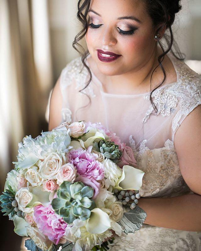Absolutely Love Succulents in bouquets!! ❤️ 📷 _gardenstateweddingstudio 💕🌺💍👰🏼 #wed #wedding #w