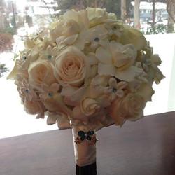 White rose, calla lily and gardenia bridal bouquet, #bridalbouquet #weddingflowers #weddings