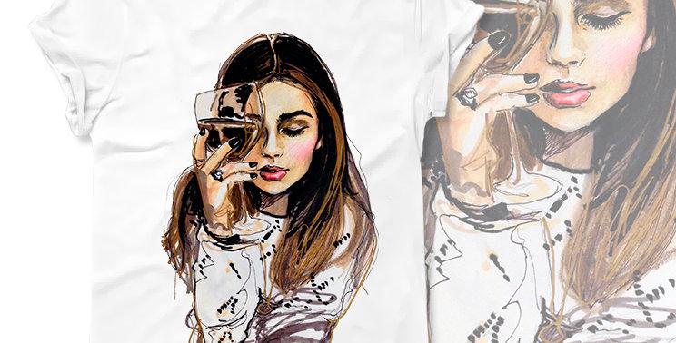 Футболка Девушка с вином