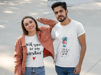 t-shirt-mockup-featuring-a-couple-at-a-s