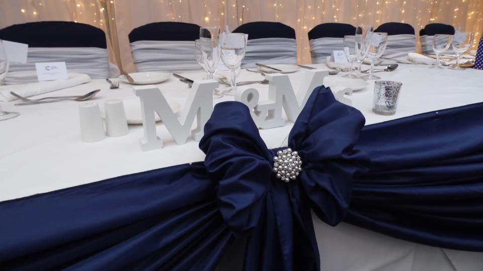 Top table drape with broaches