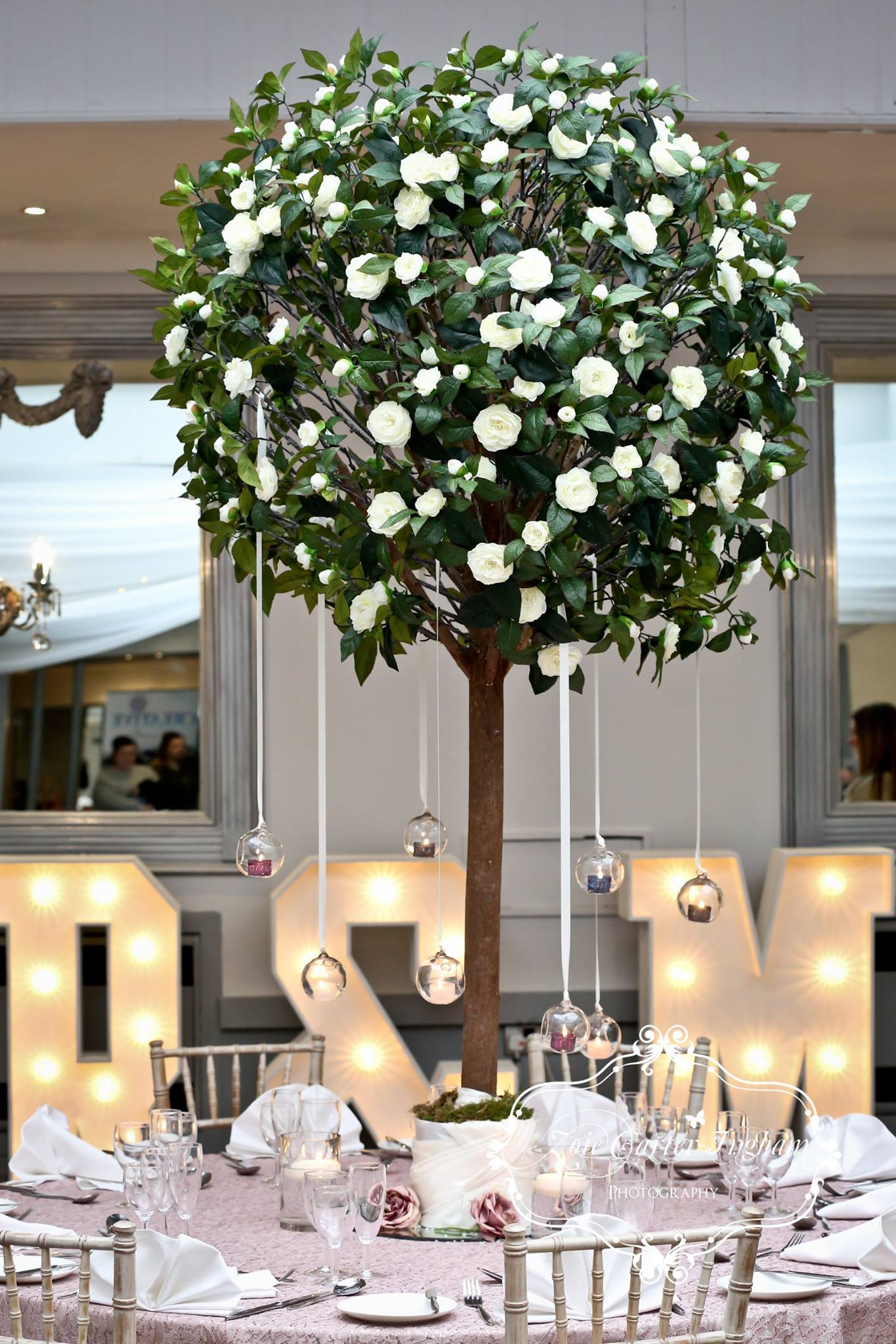 Large Ivory rose tree