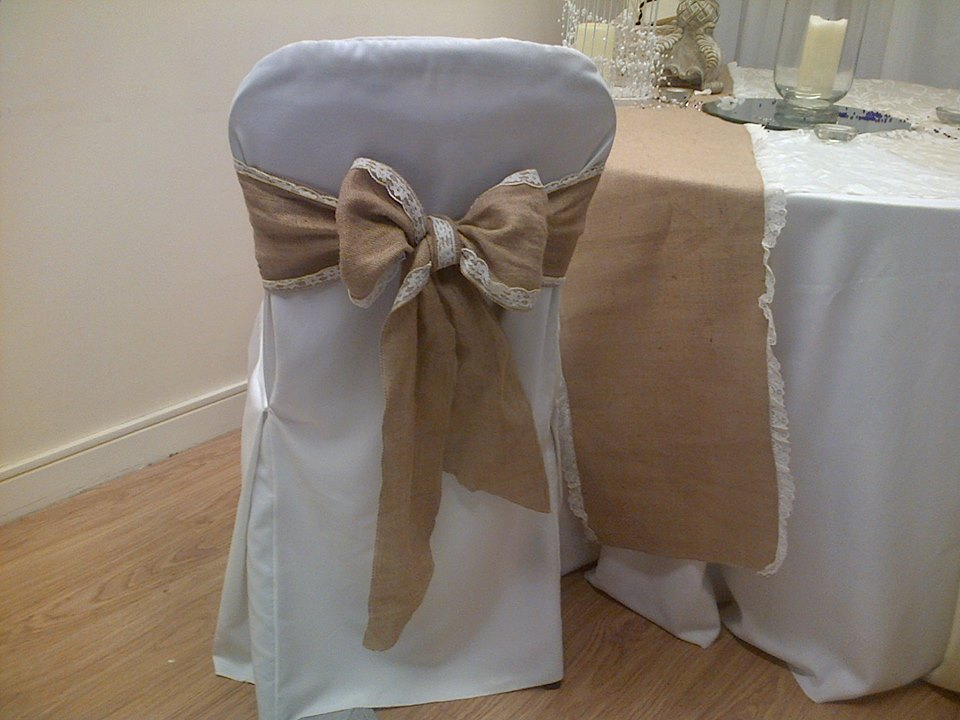 Hessian bowed sash and table runner (1)