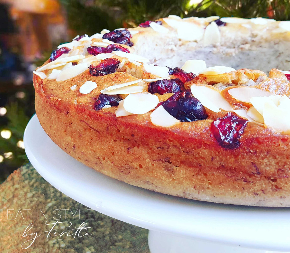 Almond & Cranberry Wreath Cake