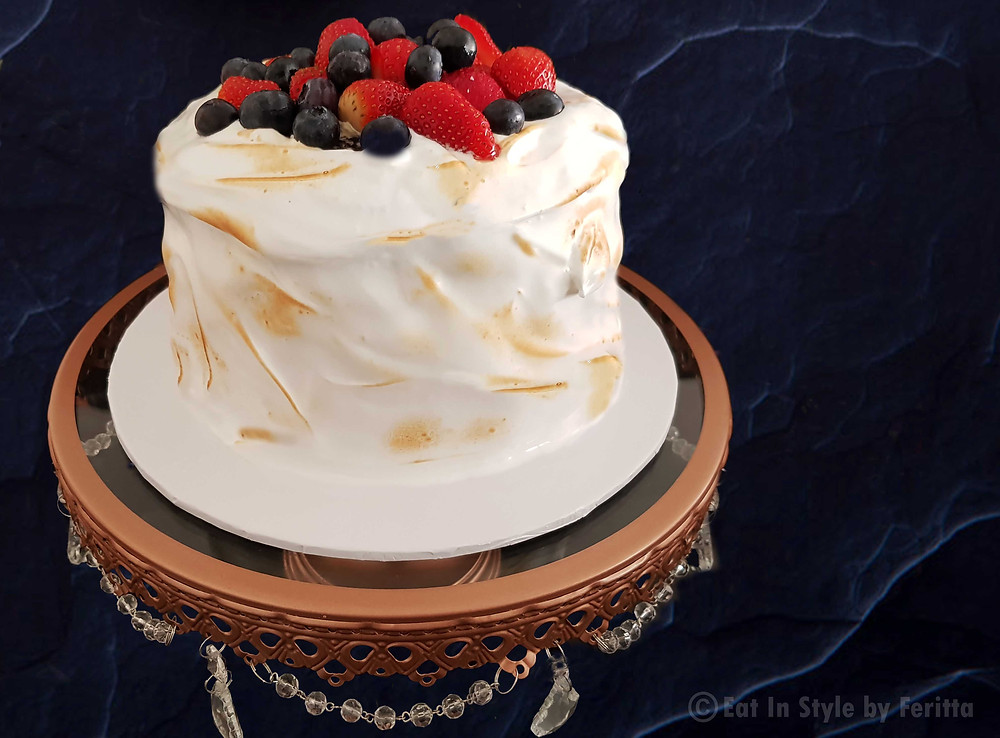 White Christmas Cake Eat In Style by Feritta