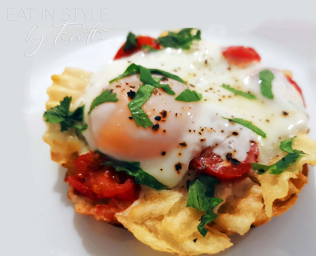 Parsi Wafer Par Eedu (Eggs on Potato Chips)
