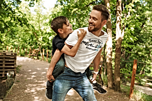t-shirt-mockup-featuring-father-and-son-