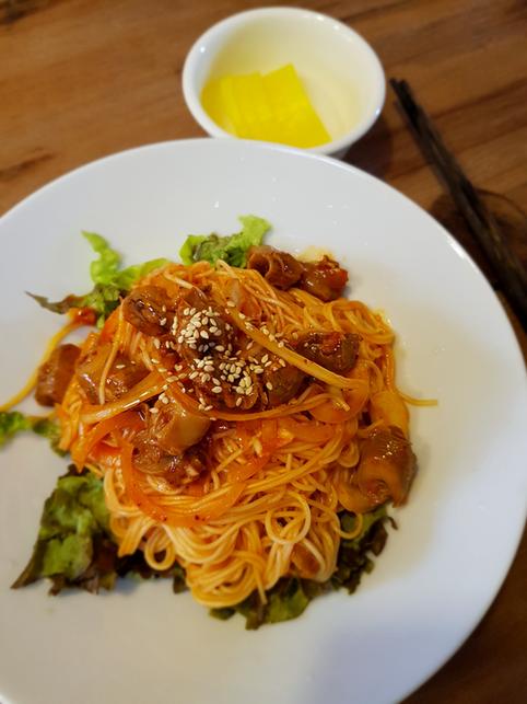 Spicy whelk noodle