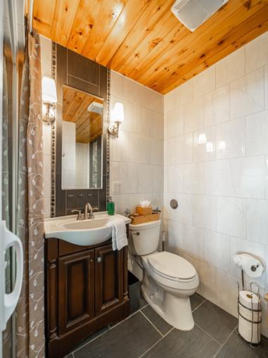 Oceanfront King Room Bathroom