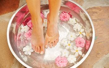 FOOTTUB floral.jpg