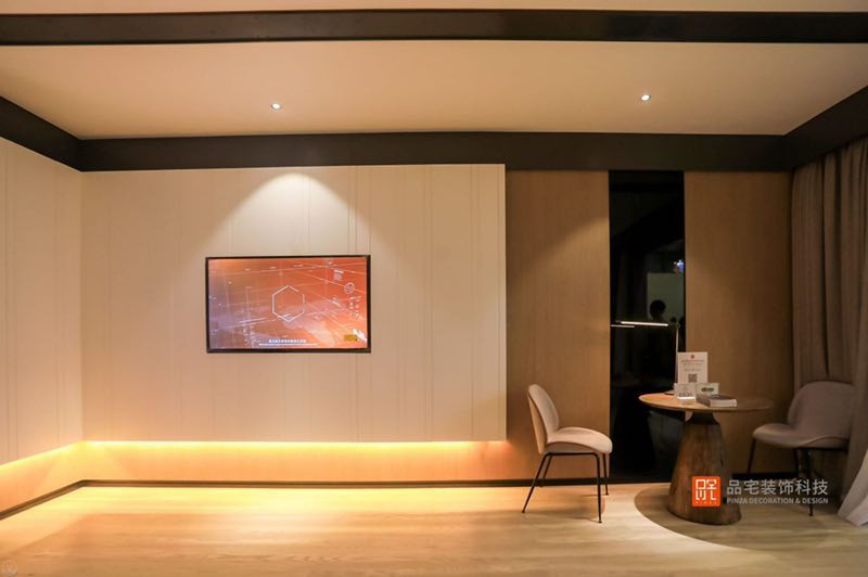 Pinza model hotel room sitting area with recessed lighting