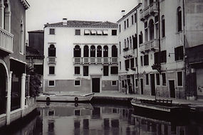 Black and White film pic of canal and houses in a neighborhood in Venice, Italy