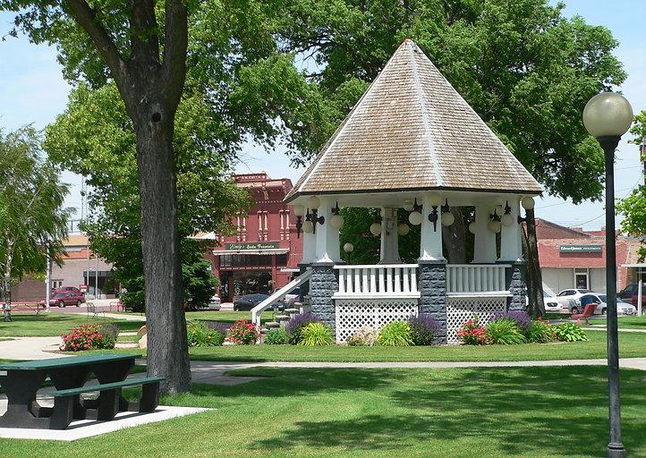 Broken_Bow,_Nebraska_bandstand_from_E.jpeg