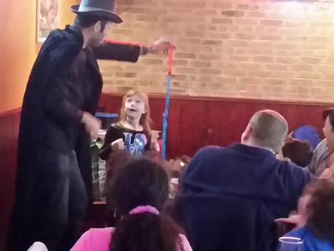 Alan Q Kids magician 4.jpg