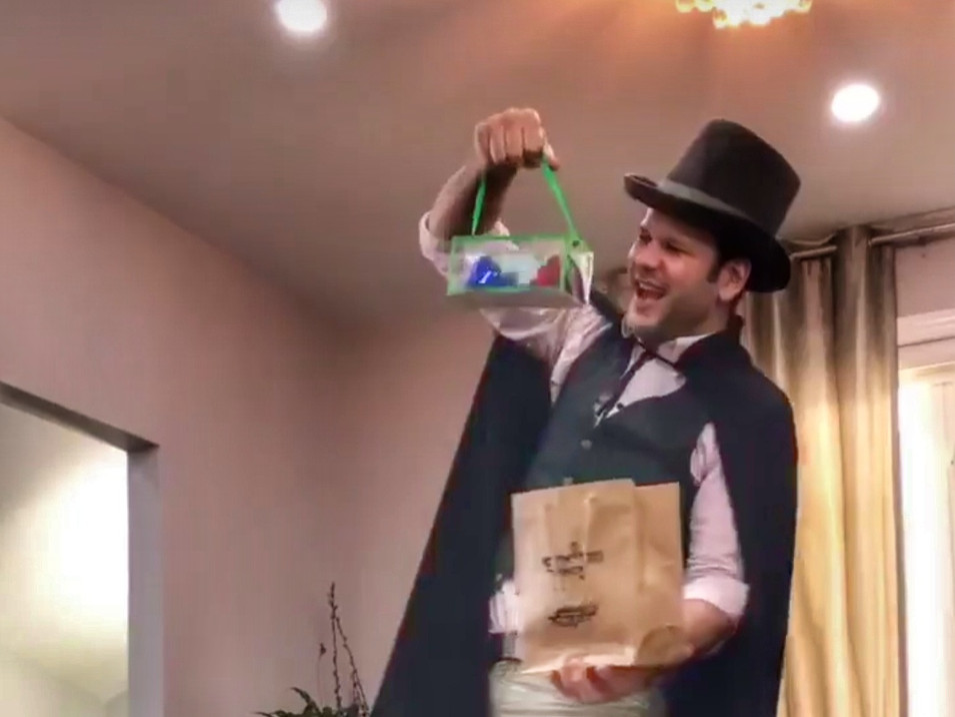 Alan Q Kids magician 2.jpeg