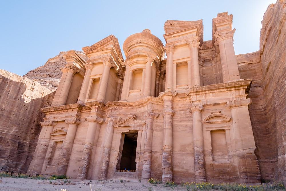 Kláštěr Ad-Dér ve skalním městě Petra v Jordánsku.