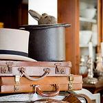 Antikke kofferter og hatter