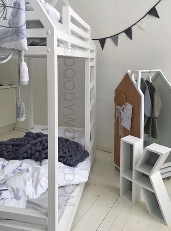двухэтажная кровать домик